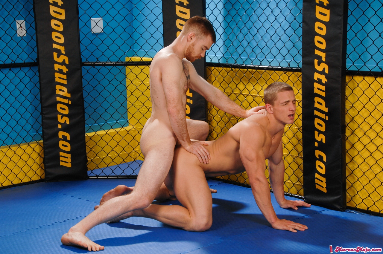 seks-geev-sportsmenov-video